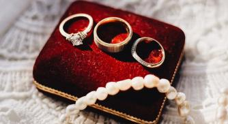 How to become a jewelry designer?