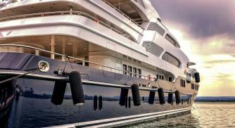 How Luxury Yachts Symbolize The Pinnacle of Affluence