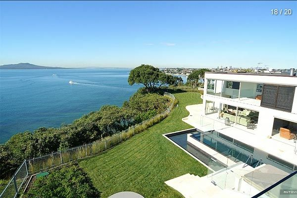 Luxury home for sale stunning coastal escape in milford for Luxury homes for sale new zealand